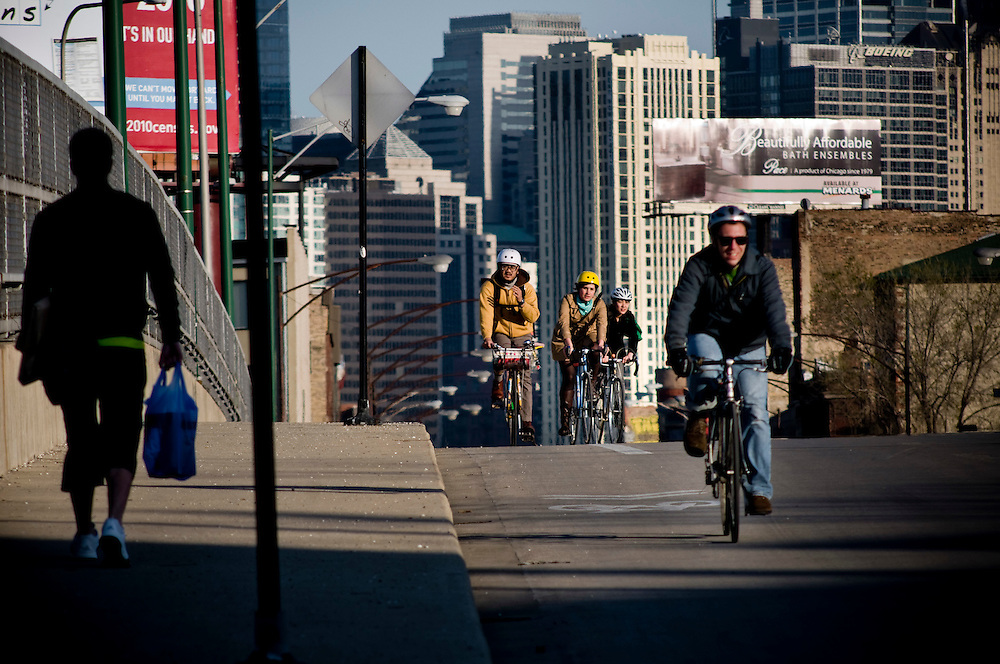 Bike commuters returning from work in central Chicago on one of the main bike routes, along Milwaukee Avenue.<br /> <br /> Green Chicago.Photographer: Chris Maluszynski /MOMENT