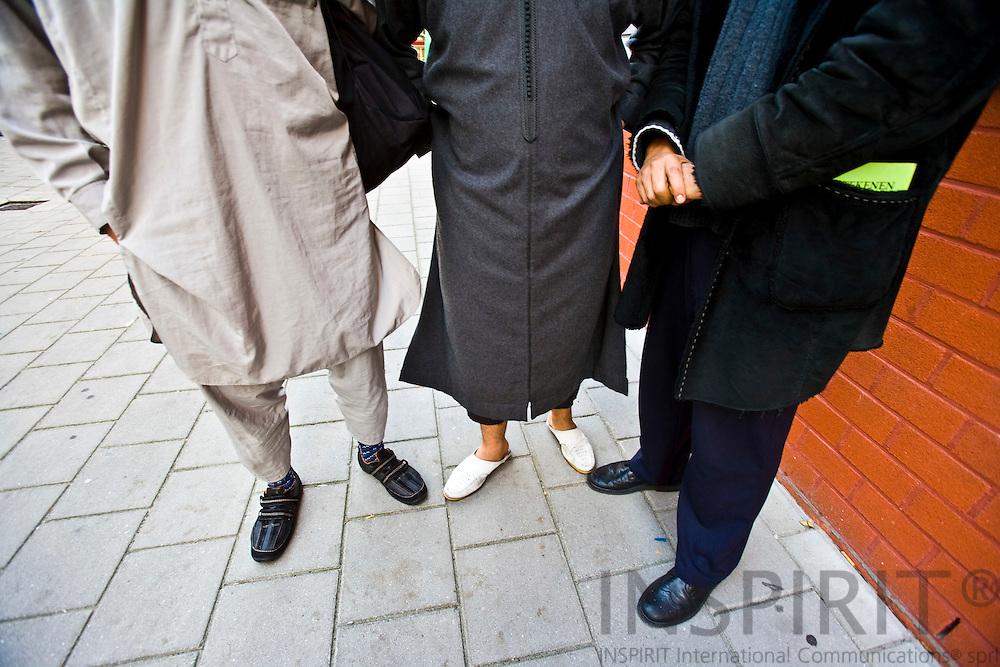 AMSTERDAM - HOLLAND - 13 SEPTEMBER 2007 -- SLOTERVAART--Muslimer som gerne ville interviewes og fotograferes så længe deres ansigter ikke kom med på billedet..  Photo: Erik Luntang