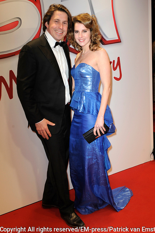 Premiere  Ushi Must Marry in Pathe Tushinski Amsterdam.<br /> <br /> Op de foto:  Lodewijk Hoekstra en partner Kristel