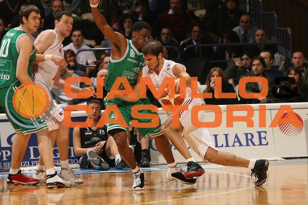 DESCRIZIONE : Bologna Coppa Italia 2006-07 Quarti di Finale Benetton Treviso Lottomatica Virtus Roma <br /> GIOCATORE : Giachetti<br /> SQUADRA : Lottomatica Virtus Roma <br /> EVENTO : Campionato Lega A1 2006-2007 Tim Cup Final Eight Coppa Italia Quarti di Finale <br /> GARA : Benetton Treviso Lottomatica Virtus Roma<br /> DATA : 09/02/2007 <br /> CATEGORIA : Penetrazione <br /> SPORT : Pallacanestro <br /> AUTORE : Agenzia Ciamillo-Castoria/M.Marchi <br /> Galleria : Lega Basket A1 2006-2007 <br /> Fotonotizia : Bologna Coppa Italia 2006-2007 Quarti di Finale Benetton Treviso Lottomatica Virtus Roma <br /> Predefinita :