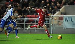 Lee Tomlin of Bristol City takes a shot - Mandatory by-line: Paul Knight/JMP - 05/11/2016 - FOOTBALL - Ashton Gate - Bristol, England - Bristol City v Brighton and Hove Albion - Sky Bet Championship