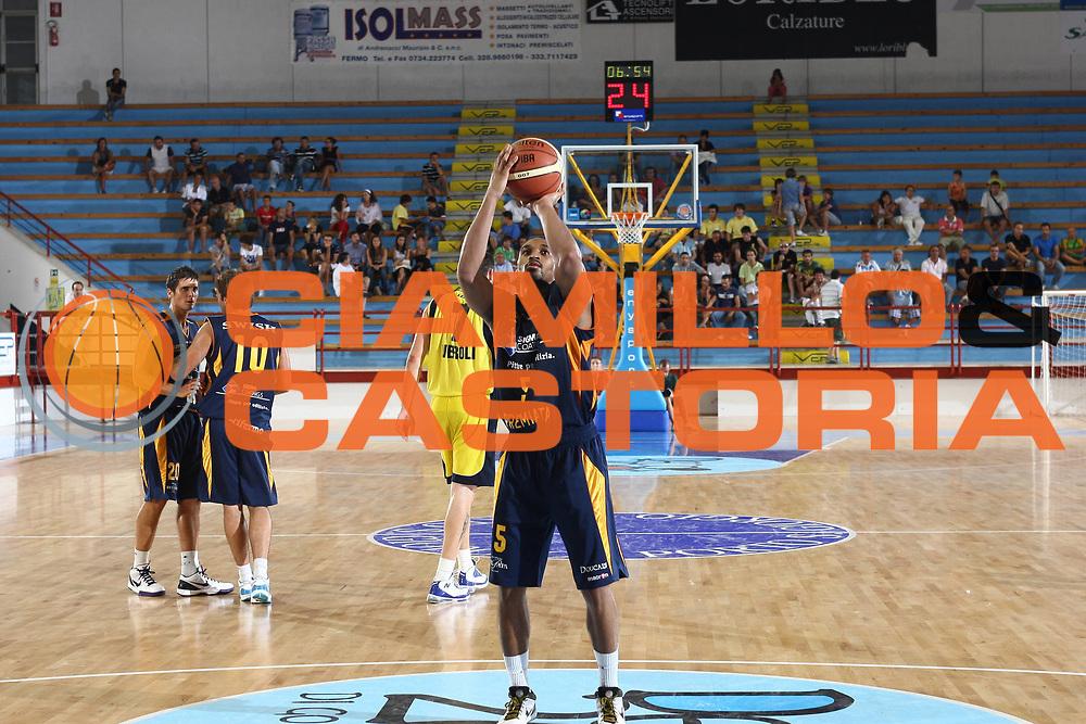 DESCRIZIONE : Porto San Giorgio Lega A 2009-10 Amichevole Sigma Coatings Montegranaro Prima Veroli<br /> GIOCATORE : Robert Hite<br /> SQUADRA : Sigma Coatings Montegranaro<br /> EVENTO : Campionato Lega A 2009-2010<br /> GARA : Sigma Coatings Montegranaro Prima Veroli<br /> DATA : 05/09/2009<br /> CATEGORIA : tiro<br /> SPORT : Pallacanestro<br /> AUTORE : Agenzia Ciamillo-Castoria/C.De Massis