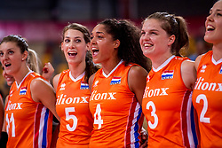 07-07-2017 NED: World Grand Prix Netherlands - Dominican Republic, Apeldoorn<br /> First match of first weekend of group C during the World Grand Prix / Robin de Kruijf #5, Celeste Plak #4, Yvon Belien #3 singing loud with the National Anthem