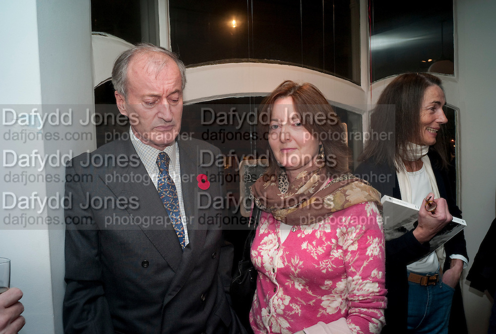 Norton Knatchbull, 8th Baron Brabourne; Patricia Knatchbull, 2nd Countess Mountbatten of Burma. ,Book signing reception for a photo book of Black and White photographs of dogs Luna and Lola'  by Priscilla Rattazzi. Mungo and Maud. Elizabeth st. London. 9 November 2008. -DO NOT ARCHIVE-© Copyright Photograph by Dafydd Jones. 248 Clapham Rd. London SW9 0PZ. Tel 0207 820 0771. www.dafjones.com.