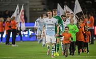 Anfører Andreas Holm (FC Helsingør) leder spillerne på banen til kampen i 2. Division mellem FC Helsingør og Skovshoved IF den 11. oktober 2019 på Helsingør Ny Stadion (Foto: Claus Birch).