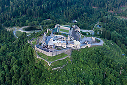THEMENBILD - Die Burg Landskron ist eine Felsenburg nordöstlich von Villach am westlichen Beginn der Ossiacher Tauern auf dem Plateau eines Felskegels, der 135 m über der Ebene aufragt. In der Burg befindet sich die Adlerarena Burg Landskron, wo im Sommerhalbjahr öffentliche Greifvogelschauen abgehalten werden. Aufgenommen am Mittwoch, 5. Juni 2019 // Landskron Castle (Slovene: Grad Vajskra) is a medieval hill castle northeast of Villach in the state of Carinthia, Austria. Dating to the early 14th century, the castle ruins are located on a rock cone of the Ossiach Tauern range, at an elevation of 658 metres (2,159 ft) above sea level.[1] Today Landskron Castle, its falconry centre conducting regular flying demonstrations, and the nearby macaque enclosure are major tourist destinations. Villach on Wednesday, June 5, 2019. EXPA Pictures © 2019, PhotoCredit: EXPA/ Johann Groder