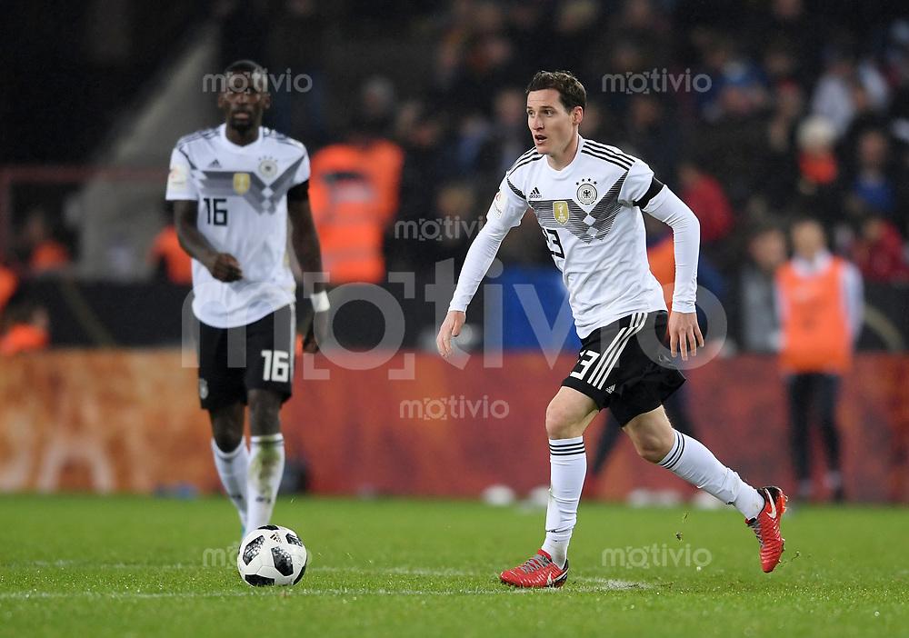 FUSSBALL  INTERNATIONAL TESTSPIEL  IN KOELN   Deutschland - Frankreich        14.11.2017 Sebastian Rudy  (Deutschland, hinten: Antonio Ruediger)