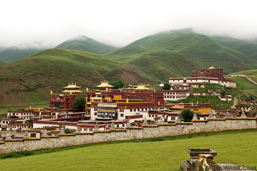 Litang's monastery, Litang Cho?de, is set above Litang, Tibet just behind the old town.