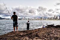 Homens pescando no  Pontal Norte. Balneário Camboriú, Santa Catarina, Brasil. / Men fishing at Pontal Norte. Balneario Camboriu, Santa Catarina, Brazil.