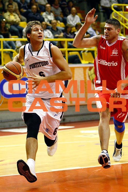 DESCRIZIONE : Verbania Lega A1 2008-09 Memorial Pirazzi Cimberio Varese Upim Fortitudo Bologna <br /> GIOCATORE : Stefano Mancinelli <br /> SQUADRA : Upim Fortitudo Bologna <br /> EVENTO : Campionato Lega A1 2008-2009 <br /> GARA : Cimberio Varese Upim Fortitudo Bologna <br /> DATA : 20/09/2008 <br /> CATEGORIA : Penetrazione<br /> SPORT : Pallacanestro <br /> AUTORE : Agenzia Ciamillo-Castoria/S.Raso<br /> Galleria : Lega Basket A1 2008-2009 <br /> Fotonotizia : Verbania Lega A1 2008-09 Memorial Pirazzi Cimberio Varese Upim Fortitudo Bologna <br /> Predefinita :