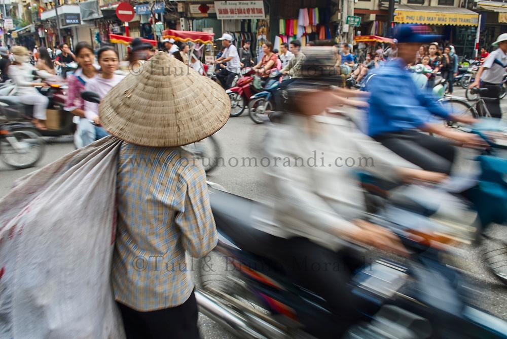 Vietnam. Hanoi. Cicurlation dense dans le centre de la ville. // Vietnam. Hanoi. Dense Cicurlation in the center of the city.