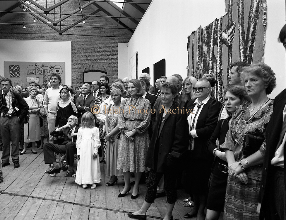 19/08/1988<br /> 08/19/1988<br /> 19 August 1988<br /> Opening of ROSC '88 at the Guinness Hop Store, Dublin. Part of the crowd that attended the opening of the ROSC exhibition