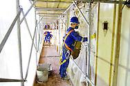 Fotos das obras de Restauro da Igreja da Ordem Terceira de São Francisco, realizadas no mês de dezembro de 2013. Aplicação de pasta cal na nave. São Paulo, 11 de dezembro de 2013. Foto Daniel Guimarães