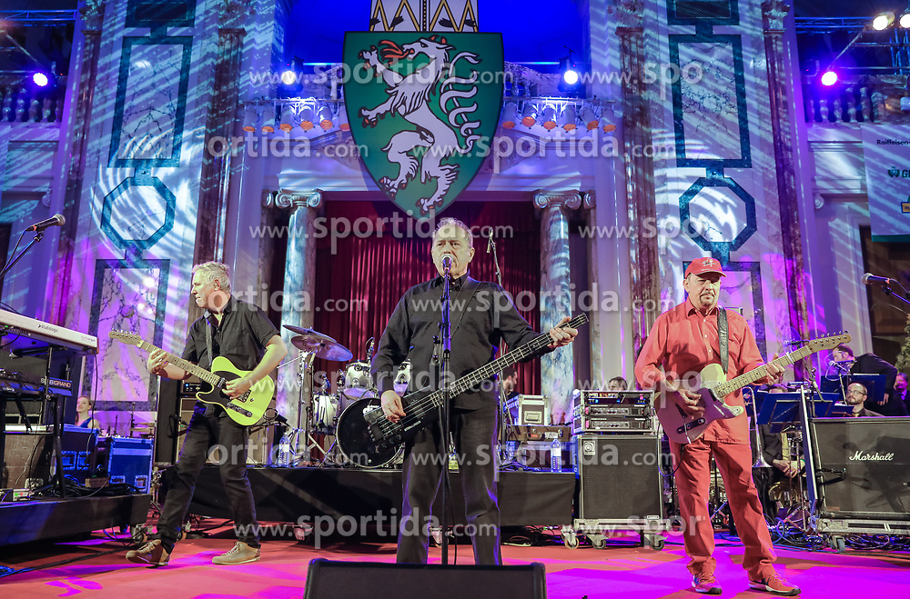 12.01.2018, Hofburg, Wien, AUT, Steirerball, im Bild die Mitternachtseinlage Spider Murphy Gang // during the Styrian Ball in the Hofburg, Vienna, Austria on 2018/01/12, EXPA Pictures © 2017, PhotoCredit: EXPA/ Martin Huber