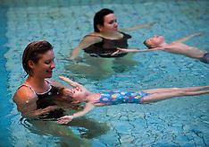20101208 Svømning for børn og voksne sammen