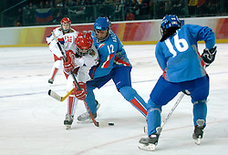 14-02-2006 IJSHOCKEY: ITALIE-RUSLAND VROUWEN: OLYMPISCHE WINTERSPELEN: TORINO<br /> Rusland verslaat Italy met 5-1 / GAVRILOVA Iya en BAZZANELLA Evelyn <br /> ©2006-WWW.FOTOHOOGENDOORN.NL