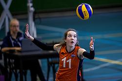 30-03-3018 NED: Nederland - Wit Rusland, Arnhem<br /> De Nederlandse volleybal meisjes jeugd spelen hun eerste oefeninterland op Papendal in Arnhem tegen Wit Rusland en wonnen met 3-0 / Susan Hullegien #11