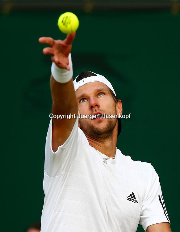 Wimbledon Championships 2013, AELTC,London,<br /> ITF Grand Slam Tennis Tournament,<br /> Juergen Melzer (AUT),Aktion,Aufschlag,Ballwurf,Einzelbild,Halbkoerper,Hochformat,