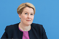 """09 APR 2020, BERLIN/GERMANY:<br /> Franziska Giffey, SPD, Bundesfamilienministerin, Pressekonferenz """"Unterrichtung der Bundesregierung zur Bekämpfung des Coronavirus"""", Bundespressekonferenz<br /> IMAGE: 20200409-01-044<br /> KEYWORDS: BPK"""