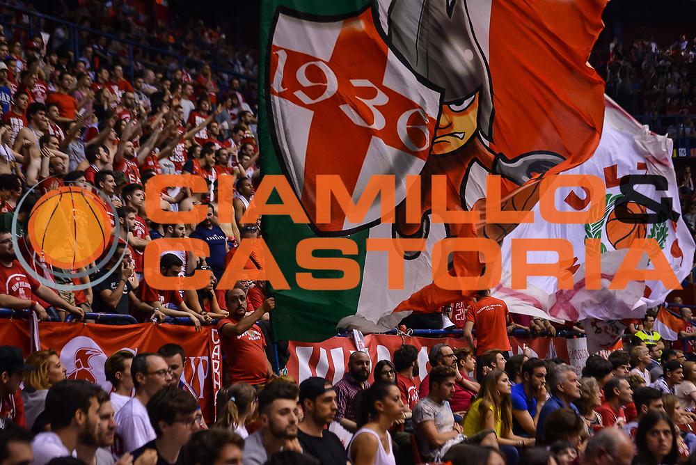 DESCRIZIONE : Milano Lega A 2014-15 EA7 Milano Banco di Sardegna Sassari<br /> GIOCATORE : <br /> CATEGORIA : Pubblico<br /> SQUADRA : EA7 Milano<br /> EVENTO : PlayOff semifinale Gara 2 Lega A 2014-2015 <br /> GARA : EA7 Milano Banco di Sardegna Sassari<br /> DATA : 31/05/2015<br /> SPORT : Pallacanestro<br /> AUTORE : Agenzia Ciamillo-Castoria/M.Ozbot<br /> Galleria : Lega Basket A 2014-2015 <br /> Fotonotizia: Milano Lega A 2014-15 EA7 Milano Banco di Sardegna Sassari