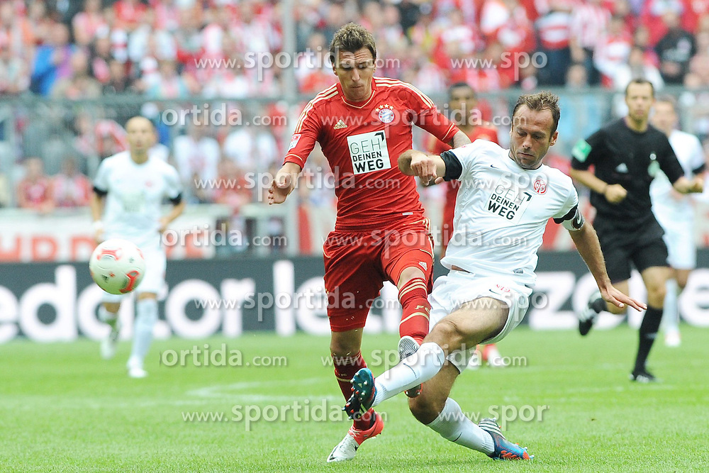 15.09.2012, Allianz Arena, Muenchen, GER, 1. FBL, FC Bayern Muenchen vs 1. FSV Mainz 05, 03. Runde, im Bild Mario MANDZUKIC (FC Bayern Muenchen) im Duell mit Nikolce NOVESKI (1.FSV Mainz 05) // during the German Bundesliga 03rd round match between FC Bayern Munich and 1. FSV Mainz 05 at the Allianz Arena, Munich, Germany on 2012/09/15,, , , , . EXPA Pictures © 2012, PhotoCredit: EXPA/ Eibner/ Wolfgang Stuetzle..***** ATTENTION - OUT OF GER *****
