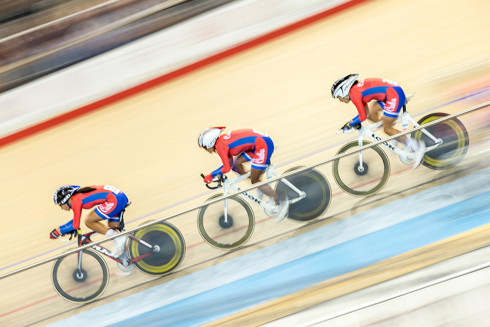 Cuba's team of (L-R)  Arlenis Sierra,<br /> Yumari Gonzalez and Yeima Torres race in the women's cycling team pursuit at the 2015 Pan American Games in Toronto, Canada, July 17,  2015.  AFP PHOTO/GEOFF ROBINS