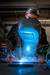 THEMENBILD - ein Arbeiter mit einem Schweißgerät aufgenommen am 12. Mai 2017 in Bruck an der Grossglocknerstrasse, Österreich // Welder working in steel manufacturing facility on 2017/05/12, Bruck an der Grossglocknerstrasse, Austria. EXPA Pictures © 2017, PhotoCredit: EXPA/ JFK