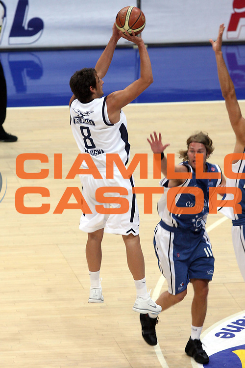 DESCRIZIONE : Bologna Lega A1 2005-06 Play Off Semifinale Gara 1 Climamio Fortitudo Bologna Carpisa Napoli <br />GIOCATORE : Belinelli<br />SQUADRA : Climamio Fortitudo Bologna<br />EVENTO : Campionato Lega A1 2005-2006 Play Off Semifinale Gara 1 <br />GARA : Climamio Fortitudo Bologna Carpisa Napoli <br />DATA : 01/06/2006 <br />CATEGORIA : Tiro<br />SPORT : Pallacanestro <br />AUTORE : Agenzia Ciamillo-Castoria/G.Ciamillo