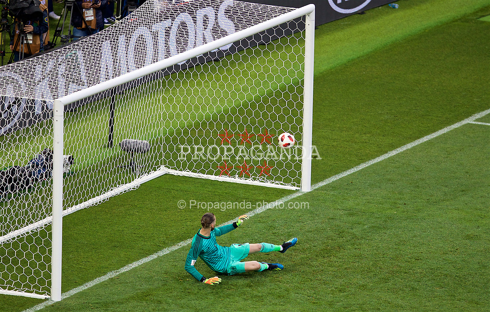 MOSCOW, RUSSIA - Sunday, July 1, 2018: Spain's goalkeeper David De Gea looks on as he concedes the second penalty of the shoot-out against Russia during the FIFA World Cup Russia 2018 Round of 16 match between Spain and Russia at the Luzhniki Stadium. Russia won 4-3 on penalties after a 1-1 draw. (Pic by David Rawcliffe/Propaganda)