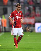 FUSSBALL CHAMPIONS LEAGUE SAISON 2016/2017 GRUPPENPHASE FC Bayern Muenchen  - FK Rostow              13.09.2016 Joshua Kimmich (FC Bayern Muenchen) spuckt aus
