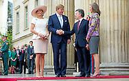 De Nobelprijs voor de Vrede is vrijdag toegekend aan president Juan Manuel Santos van Colombia. De prijs wordt ook opgedragen aan de gehele Colombiaanse bevolking. De keuze van het Nobelcomit&eacute; is opmerkelijk, aangezien de Colombiaanse bevolking het vredesakkoord tussen de regering en rebellenbeweging FARC vorige week in een referendum nipt afwees.  Manuel Santos<br /> Colombia, President Juan Manuel Santosmeets   Dutch Queen MAxima of the Netherlands 22-11-2013 COLOMBIA &ntilde; BOGOTA King Willem Alexander of the Netherlands and Queen Maxima in BOGOTA and meet the president Juan Manuel Santos of Colombia at the presidential palace Casa de Narino . COPYRIGHT ROBIN UTRECHT