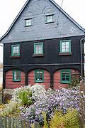 Umgebindehaus, Hinterhermsdorf, Sächsische Schweiz, Elbsandsteingebirge, Sachsen, Deutschland | Umgebinde House, Hinterhermsdorf, Saxon Switzerland, Saxony, Germany
