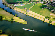 Nederland, Gelderland, Heumen, 26-06-2014; splitsing van de rivier de Maas met rechts het Maas-Waalkanaal, richting Nijmegen. Links en onder de Maas.<br /> Division of the river Meuse with to the right the Maas-Waal canal, direction Nijmegen. <br /> luchtfoto (toeslag op standaard tarieven);<br /> aerial photo (additional fee required);<br /> copyright foto/photo Siebe Swart.