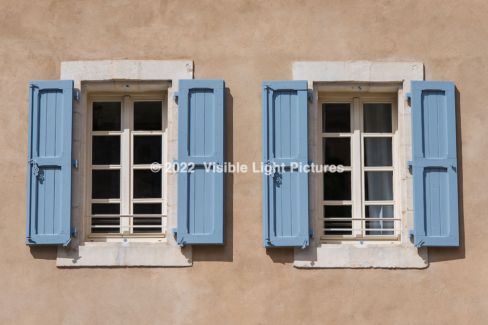 Two windows in Bonnieux