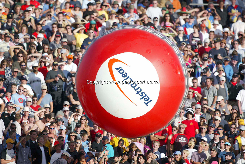 TelstraClear signange during the Eden Park mile race, Eden Park, Auckland, 23 February, 2002. Photo: Andrew Cornaga/PHOTOSPORT<br />