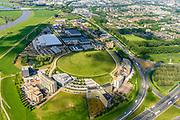 Nederland, Gelderland, Arnhem, 29-05-2019; kunstmatige heuvel, voormalige vuilstort en kantorenpark, gelegen vlakbij Knooppunt Velperbroek (rechts)<br /> Artificial hill, former landfill, now office park, located near the Velperbroek junction).<br /> luchtfoto (toeslag op standard tarieven);<br /> aerial photo (additional fee required);<br /> copyright foto/photo Siebe Swart