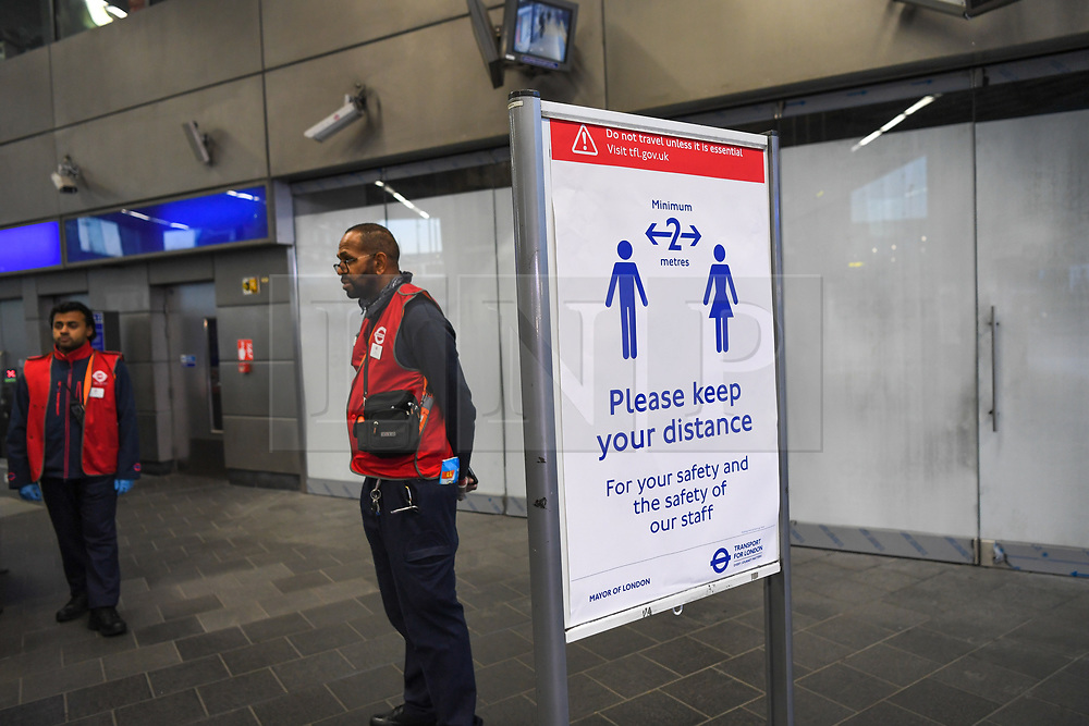 © Licensed to London News Pictures. 24/03/2020. London, UK. A sign advising 2 metre 'social distancing' at Shepherd's Bush Underground Station, during the evening rush hour. Government imposed travel restrictions in response to the coronavirusoutbreak have attracted criticism for lack of clarity and poor enforcement as many took to the tube system today. Photo credit: Guilhem Baker/LNP