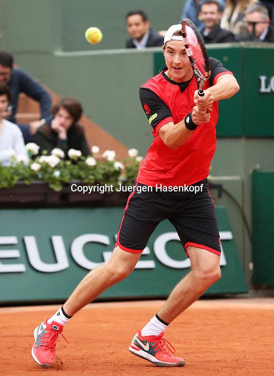 French Open 2014, Roland Garros,Paris,ITF Grand Slam Tennis Tournament,<br /> Jan-Lennard Struff (GERI),Aktion,Einzelbild,<br /> Ganzkoerper,Hochformat,