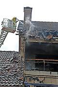 Mannheim. 23.02.17   BILD- ID 045  <br /> Schönau. Brand im Mehrfamilienhaus. Bei dem Brand in einem Vierfamilienhaus am Donnerstagnachmittag auf der Schönau ist ein geschätzter Schaden von rund 300 000 Euro entstanden. Das Feuer war im ersten Obergeschoss ausgebrochen und hatte auf das Dachgeschoss übergegriffen, teilte die Polizei mit. Die Bewohner konnten das Haus im Ludwig-Neischwander-Weg rechtzeitig verlassen. Verletzt wurde bei dem Brand niemand. Die Feuerwehr brachte den Brand unter Kontrolle. Die Brandursache ist noch nicht bekannt.<br /> Bild: Markus Prosswitz 23FEB17 / masterpress (Bild ist honorarpflichtig - No Model Release!)