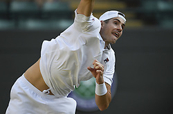 JOHN ISNER BEATS MILOS RAONIC AT WIMBLEDON CHAMPIONSHIPS 2018.(180711) -- LONDON, July 11, 2018  John Isner of The United States serves during the men's singles quarter-final match against Milos Raonic of Canada at the Wimbledon Championships 2018 in London, Britain, on July 11, 2018. John Isner won 3-1. (Credit Image: © Stephen Chung/Xinhua via ZUMA Wire)