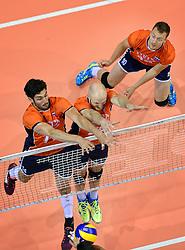20150620 NED: World League Nederland - Portugal, Groningen<br /> De Nederlandse volleyballers hebben in de World League het vierde duel met Portugal verloren. Na twee uitzeges en de 3-0 winst van vrijdag boog de ploeg van bondscoach Gido Vermeulen zaterdag in Groningen met 3-2 voor de Portugezen: (25-15, 21-25, 23-25, 25-21, 11-15) / Niels Klapwijk #14, Jasper Diefenbach #20, Jeroen Rauwerdink #10