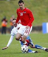 Fotball<br /> VM-kvalifisering<br /> 11.10.2008<br /> Færøyene v Østerrike 1-1<br /> Foto: Gepa/Digitalsport<br /> NORWAY ONLY<br /> <br /> Bild zeigt Paul Scharner (AUT) und Mikkjal Thomassen (FRO)