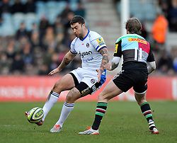 Matt Banahan of Bath Rugby puts in a grubber kick - Photo mandatory by-line: Patrick Khachfe/JMP - Mobile: 07966 386802 31/01/2015 - SPORT - RUGBY UNION - London - The Twickenham Stoop - Harlequins v Bath Rugby - LV= Cup