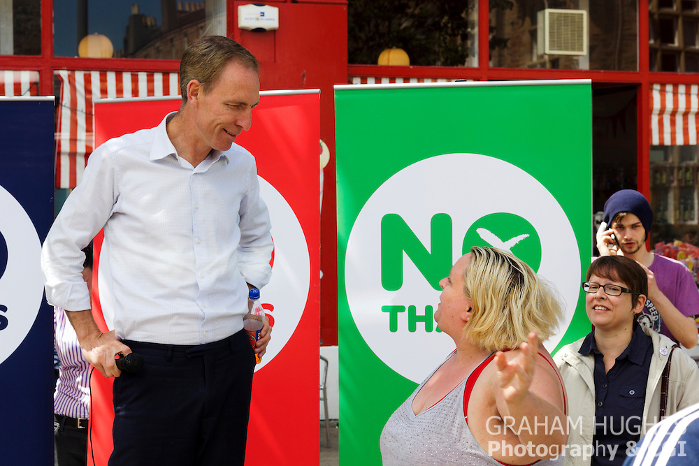 "MP Jim Murphy Talks To A Member Of The Crowd At ""No Thanks"" 100 Streets Tour Of Scotland"