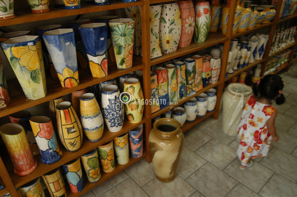Ceramica de Pedreira, estado de Sao Paulo, Brasil / Pottery of Brazil. Pedreira city, Sao Paulo state