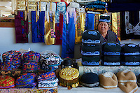 Ouzbekistan, Samarkand, Bazar Siob, chapeau traditionel // Uzbekistan, Samarkand, Siob Bazar, local market, traditional hat