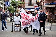 Frankfurt am Main | 26 Apr 2014<br /> <br /> Am Samstag (26.04.2014) veranstalten Aktivisten der rechtspopulistischen AfD (Alternative f&uuml;r Deutschland) auf der Leipziger Stra&szlig;e in Frankfurt-Bockenheim einen Infostand, sie versuchen, Infomaterial und Flugbl&auml;tter an Passanten zu verteilen, um f&uuml;r die Partei im laufenden Europawahlkampf zu werben.<br /> Die AfD-Wahlk&auml;mpfer werden durchgehend von etwa 50 linksradikalen Aktivisten gest&ouml;rt und behindert.<br /> hier: Linke Gegendemonstranten mit einem Transparent mit der Aufschrift &quot;Nationalismus ist keine Alternative&quot; n&auml;hern sich dem AfD-Stand. <br /> <br /> &copy;peter-juelich.com<br /> <br /> [No Model Release | No Property Release]