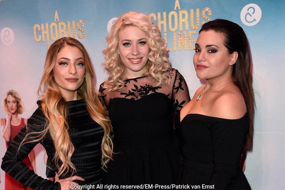 Premiere van A Chorus Line in het Zaantheater te Zaandam.<br /> <br /> Op de foto:  Lisa, Amy en Shelley Vol (OG3NE)