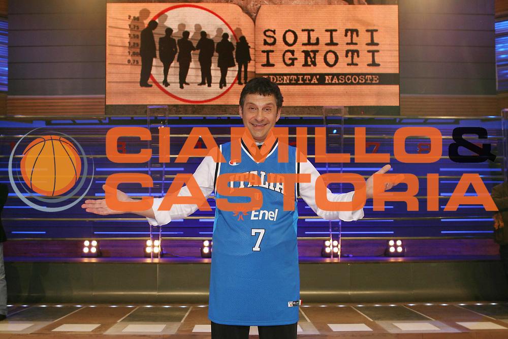 DESCRIZIONE : Roma Dino Meneghin ai Soliti Ignoti <br /> GIOCATORE : Fabrizio Frizzi <br /> SQUADRA : Nazionale Italia Uomini <br /> EVENTO : <br /> GARA : <br /> DATA : 03/02/2008 <br /> CATEGORIA : <br /> SPORT : Pallacanestro <br /> AUTORE : Agenzia Ciamillo-Castoria/G.Ciamillo