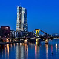 DEU , DEUTSCHLAND : Die Europaeische Zentralbank ( EZB ) in Frankfurt am Main , vorne die Floesserbruecke , 14.02.2018<br />  |DEU , DEUTSCHLAND : The European Central Bank ( ECB ) in Frankfurt at Main river , in front is the Floesser Bridge , 14.02.2018|<br />  Copyright by Rainer UNKEL , Tel.: 01715457756